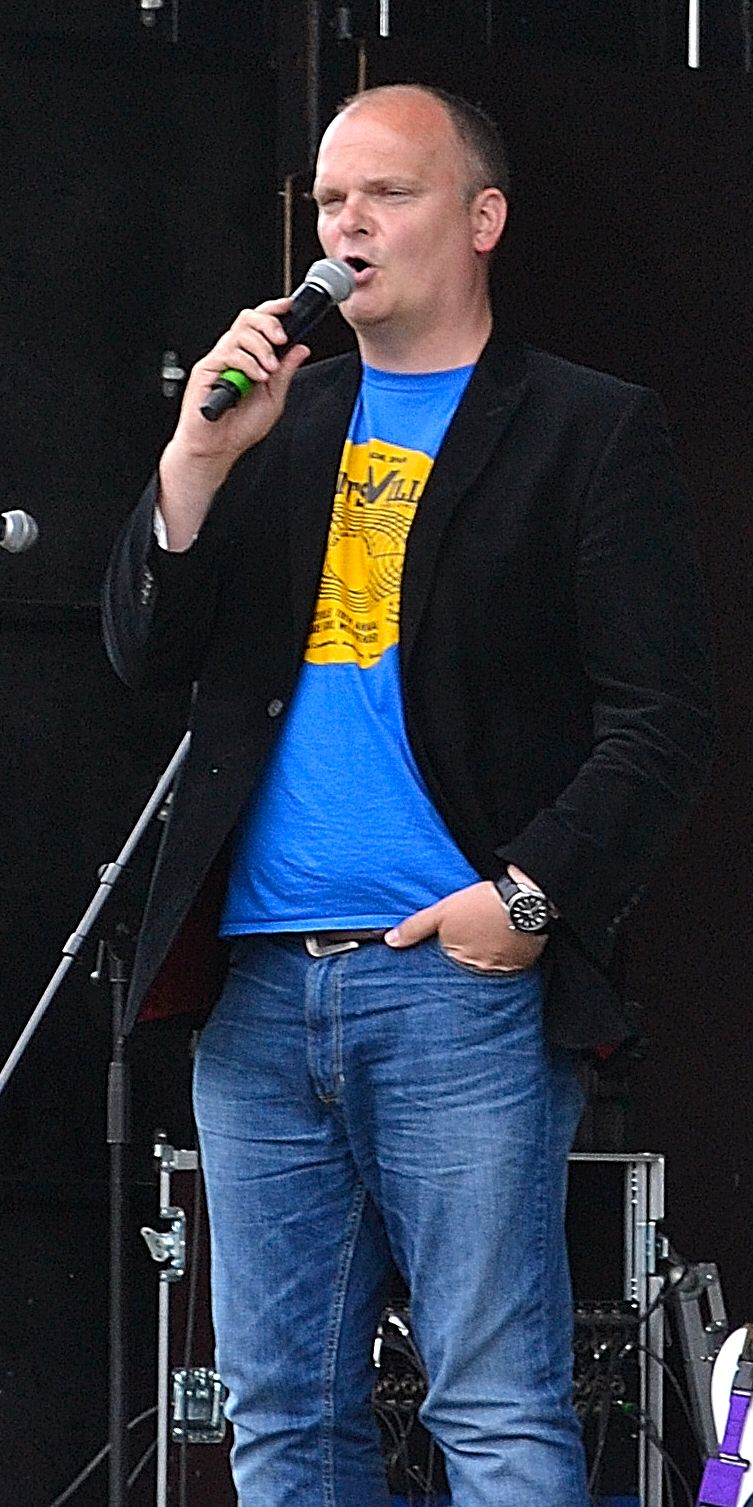 BBC Ulster's Ralph McLean compered the finale show at Buskfest 2015 and announced the award winners.
